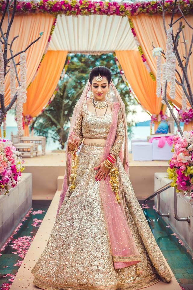 Bridal Lehenga Photo shimmery gold lehenga