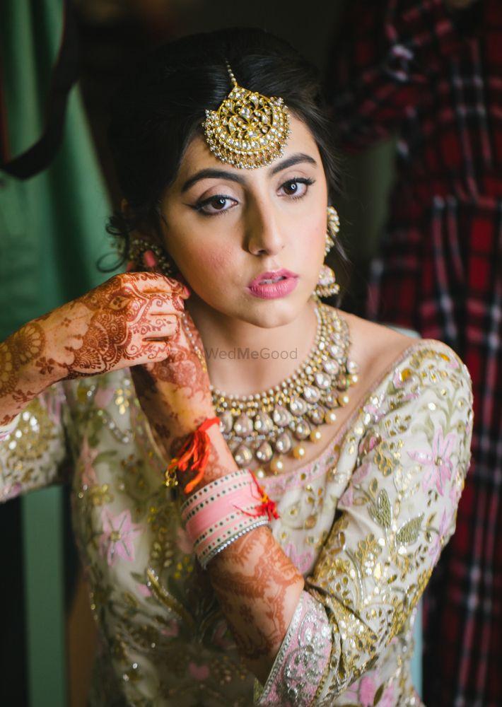 Light Pink Wedding Photoshoot & Poses Photo light makeup