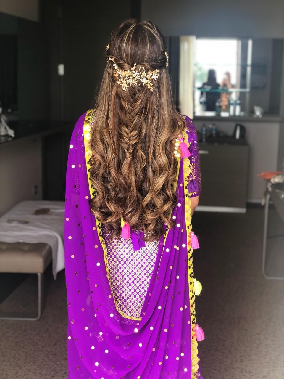 Photo of Pretty mehendi hairstyle with wavy hair and accessory