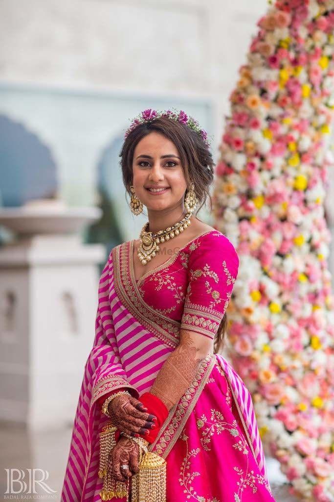 Photo of Bridal mehendi look in Sabyasachi lehenga