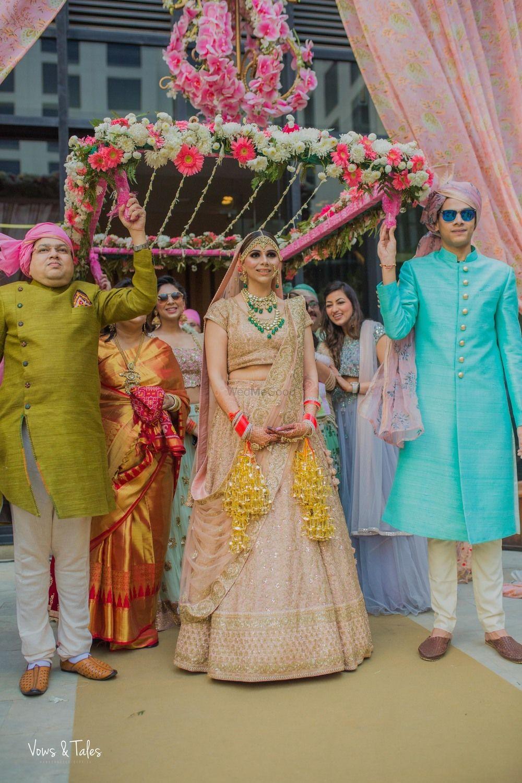 Photo of Bride in peach entering under pink phoolon ka chadar