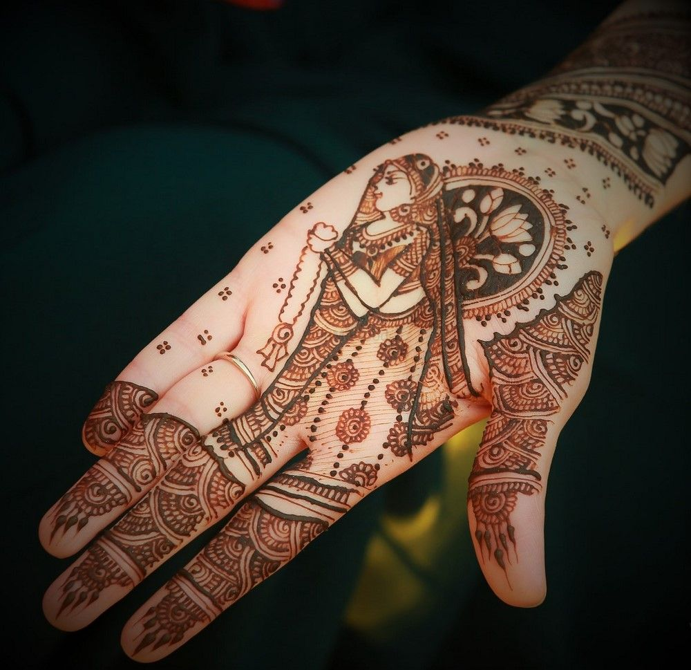 Photo of Simple Mehendi with Bridal Portrait