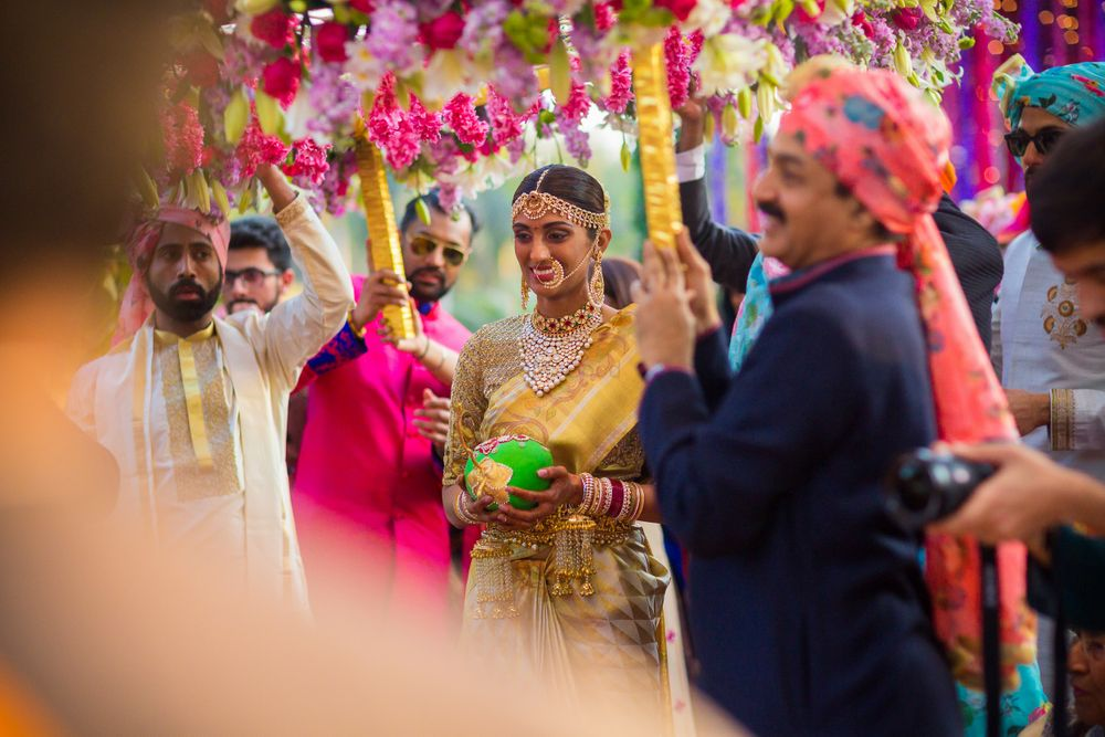 Photo of Pretty floral phoolon ki chadar for a south indian bride