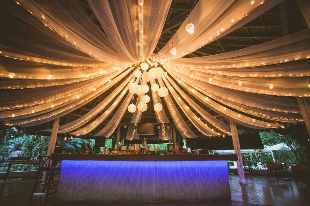Photo of Lighting in cocktail with hanging lanterns