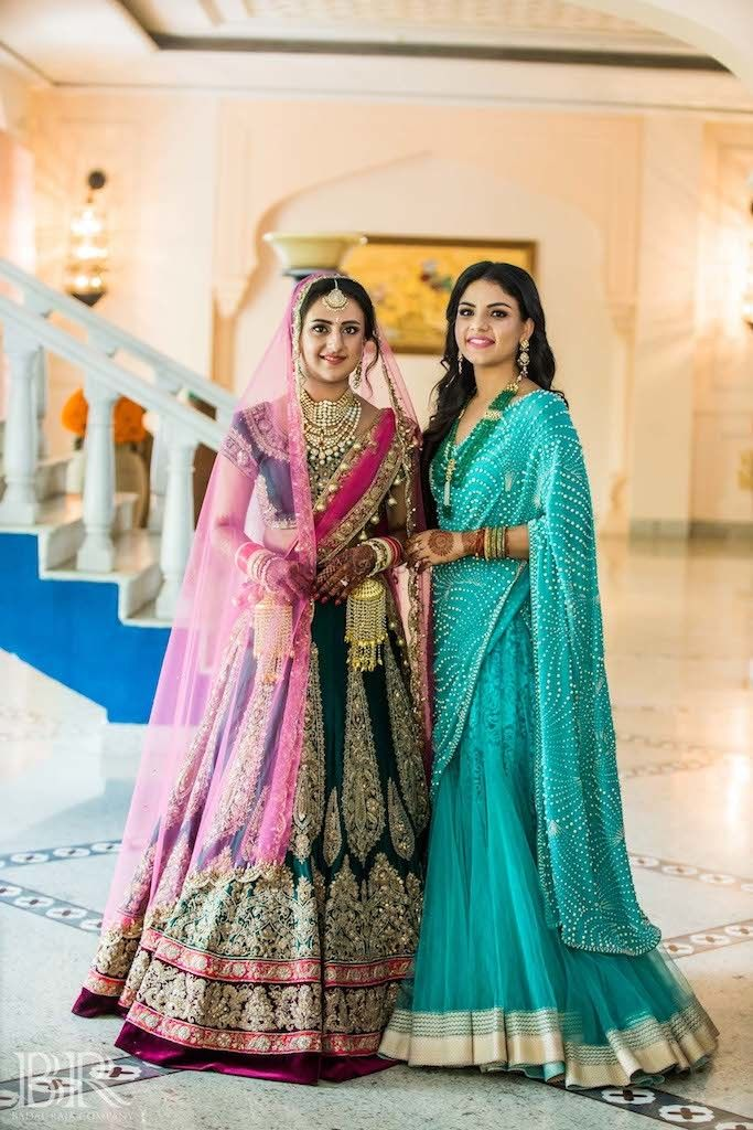Photo of Bride with sister on anand karaj
