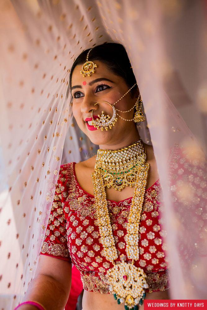Red Wedding Photoshoot & Poses Photo net dupatta