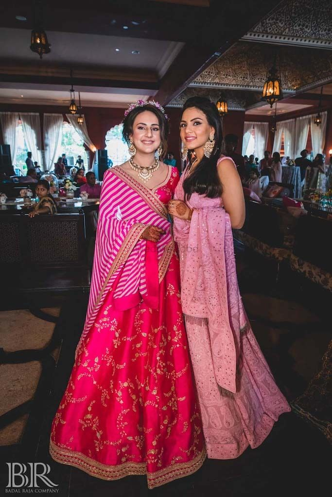 Photo of Bride and sister on mehendi