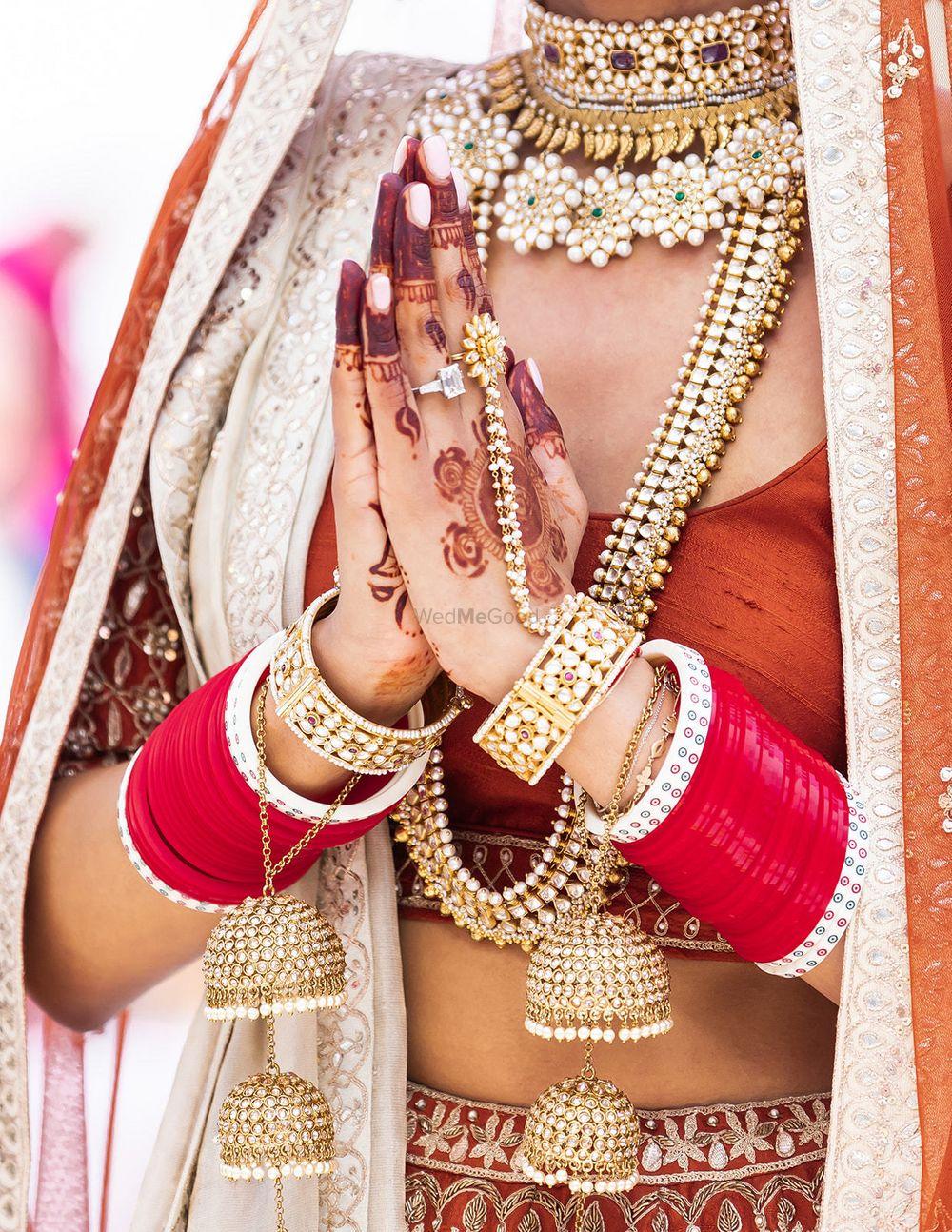 Photo of Bridal haathphool with red choora