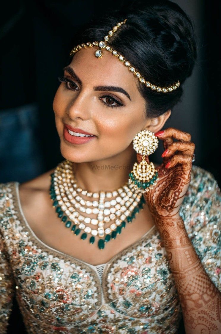 Photo of Polki bridal jewellery set with green beads and simple maangtikka