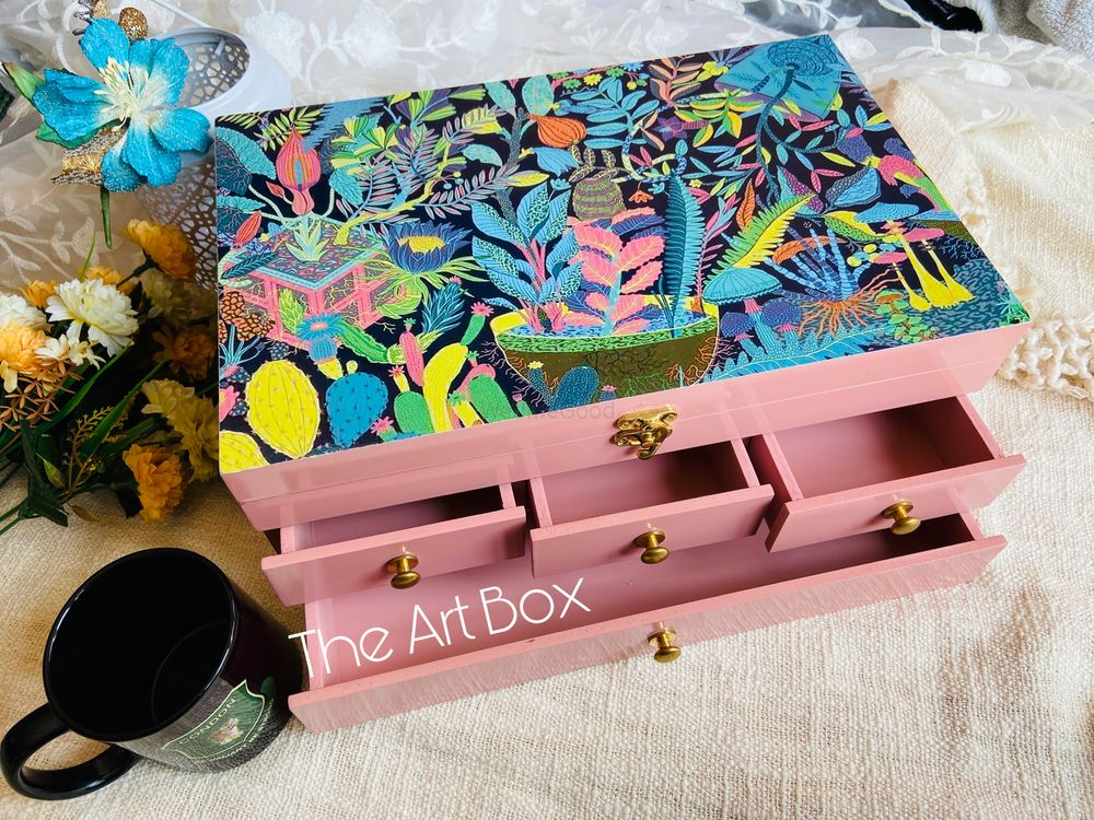 Photo By The Art Box - Favors