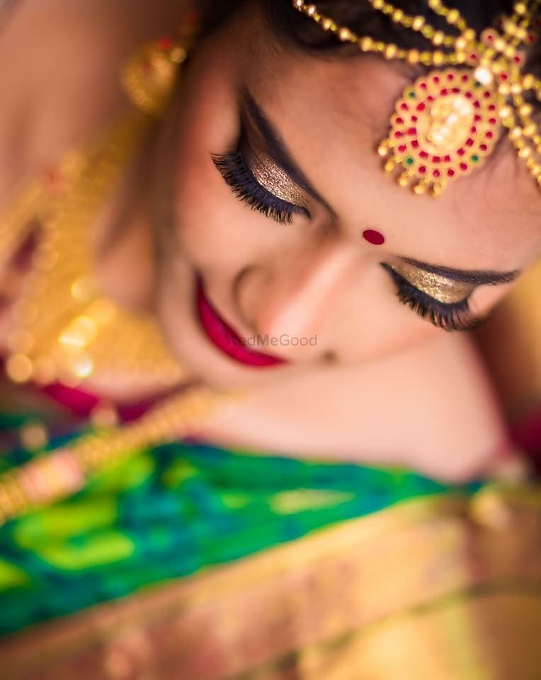 Photo of south indian bridal eye makeup look