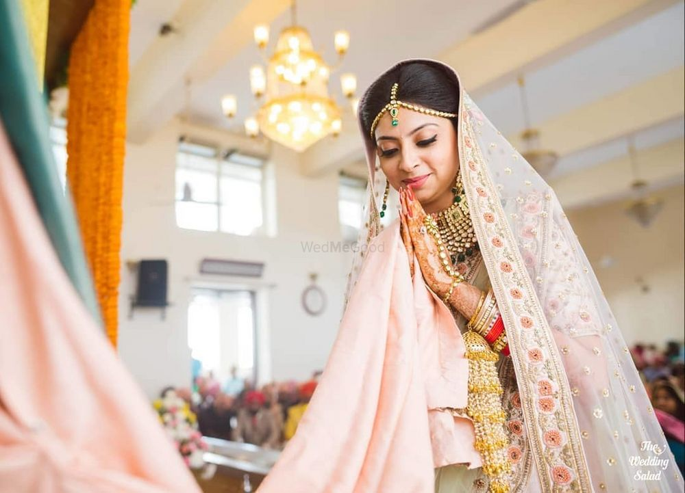 Photo of bride in light pink lehenga at her sikh wedding