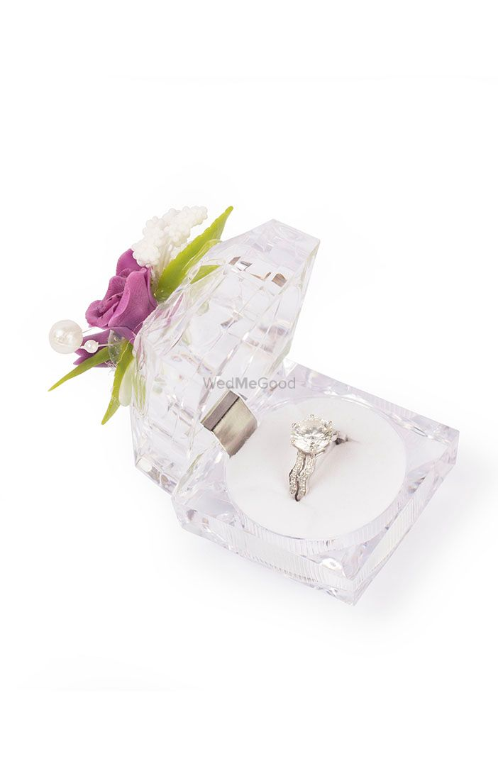 Photo of engagement ring holder