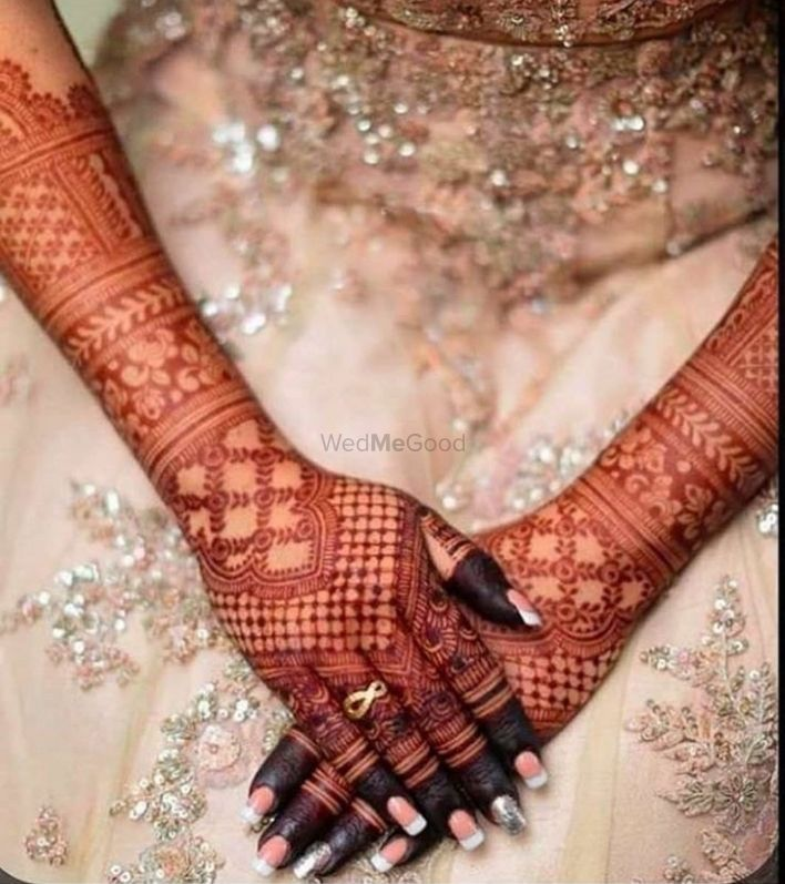 Photo of Intricate mehendi design for back of the hands