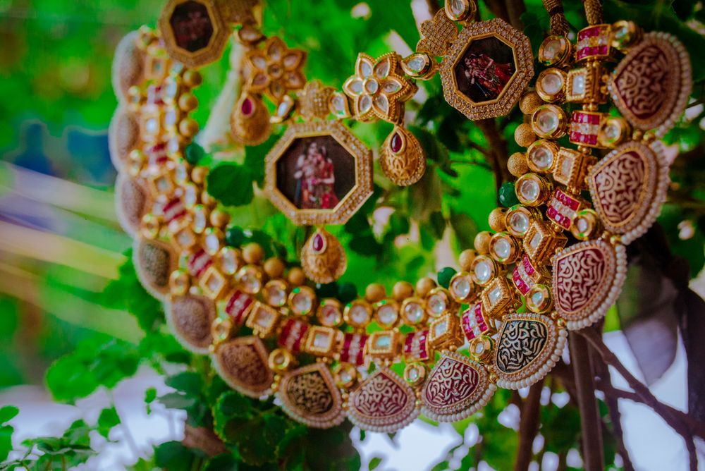Photo of Pretty bridal gold necklace with kundan and polki stones