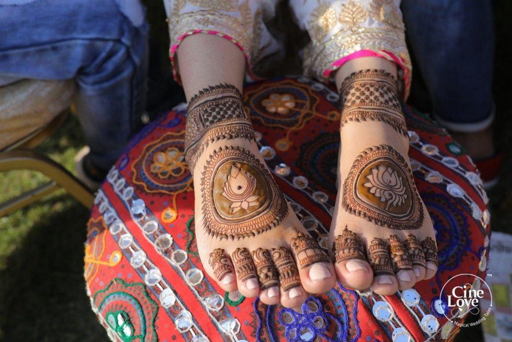 Photo of Lotus mehendi design on feet
