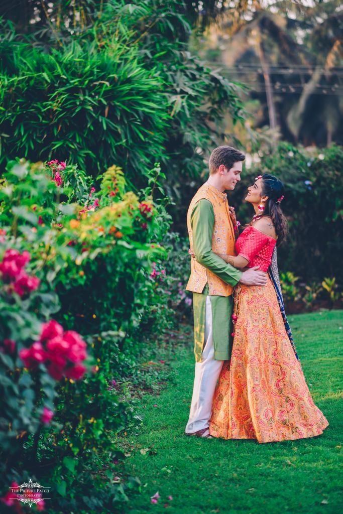 Photo of Outdoor couple shoot with simple mehendi lehenga
