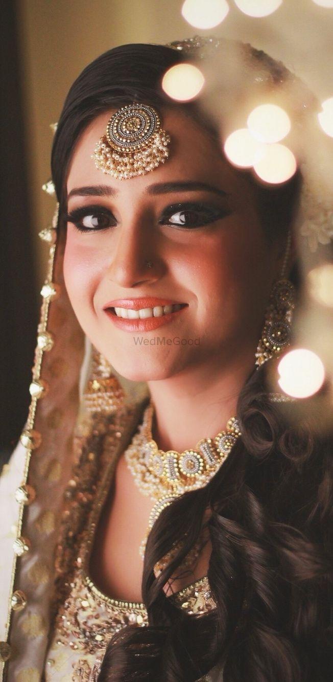 Photo of Subtle makeup on a bride