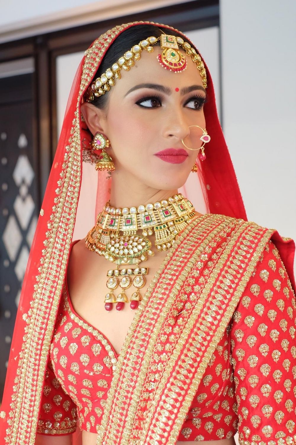 Photo of A bride with subtle makeup and beautiful jadau jewellery.
