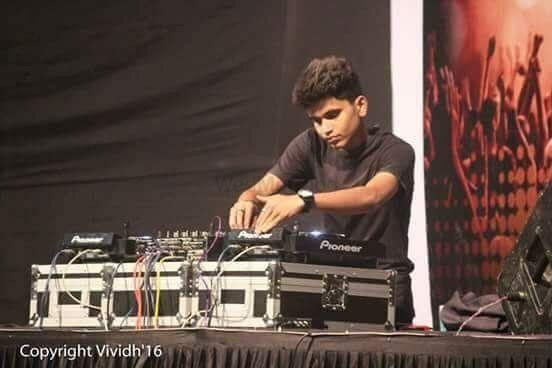 Photo By MARK V - DJs