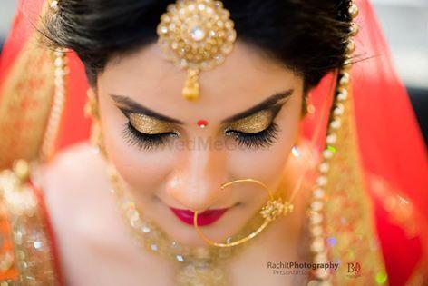 Photo of gold eye makeup