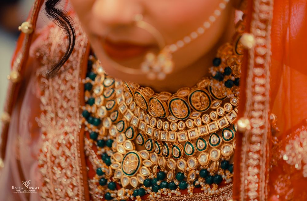 Photo of Close up shop of a statement bridal necklace