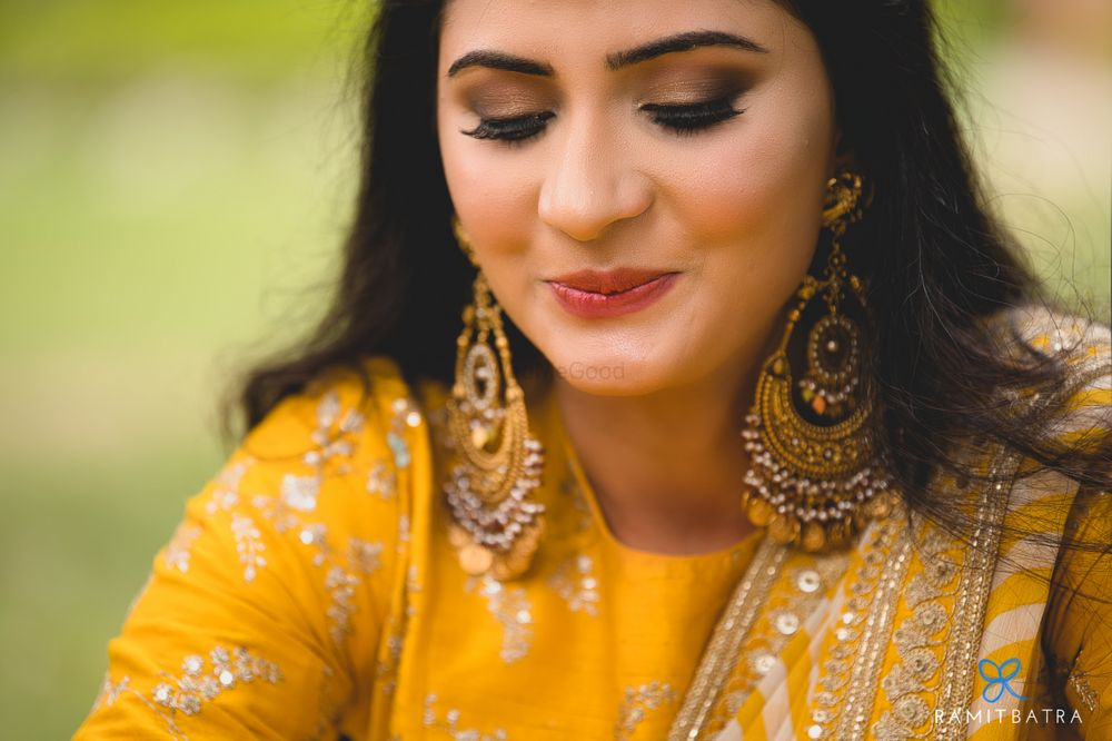 Photo From A true Sabyasachi bride-Smriti Gupta - By Priyanka Gogia Makeup