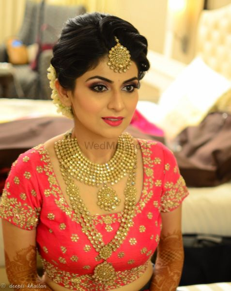 Photo of Gold finish jewellery bridal look with pink lehenga