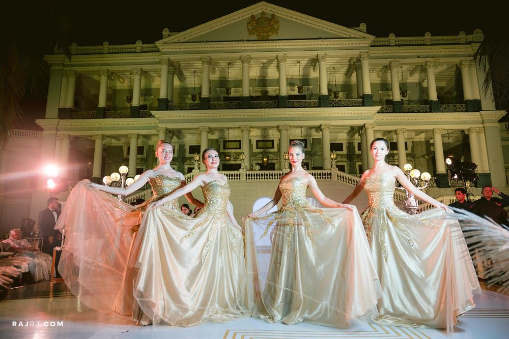 Photo From Dazzling vintage soiree - By To The Aisle