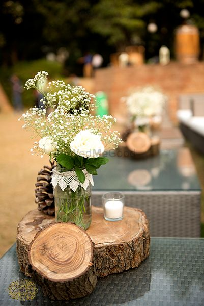 Photo of floral vase table centrepiece
