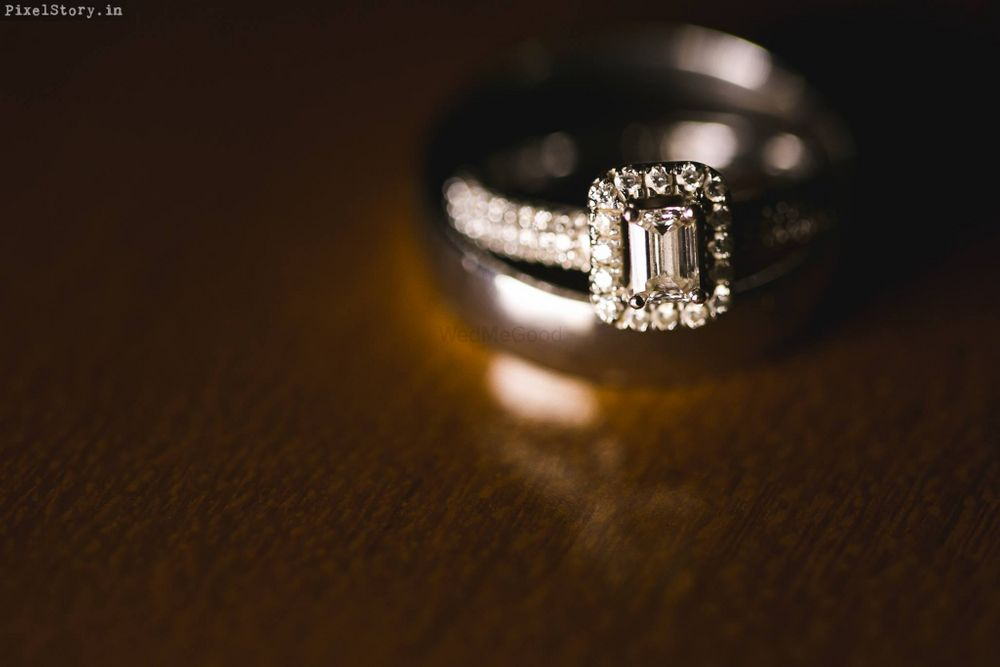 Photo of diamond engagement ring