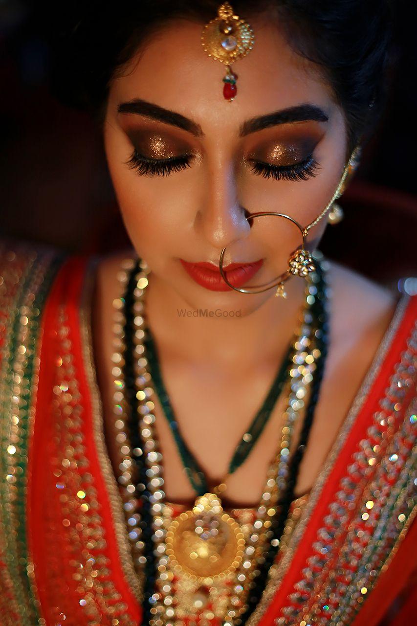 Photo of Glitter bronzer bridal eye makeup