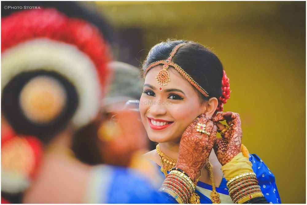Photo of South indian bride posing in front of mirror