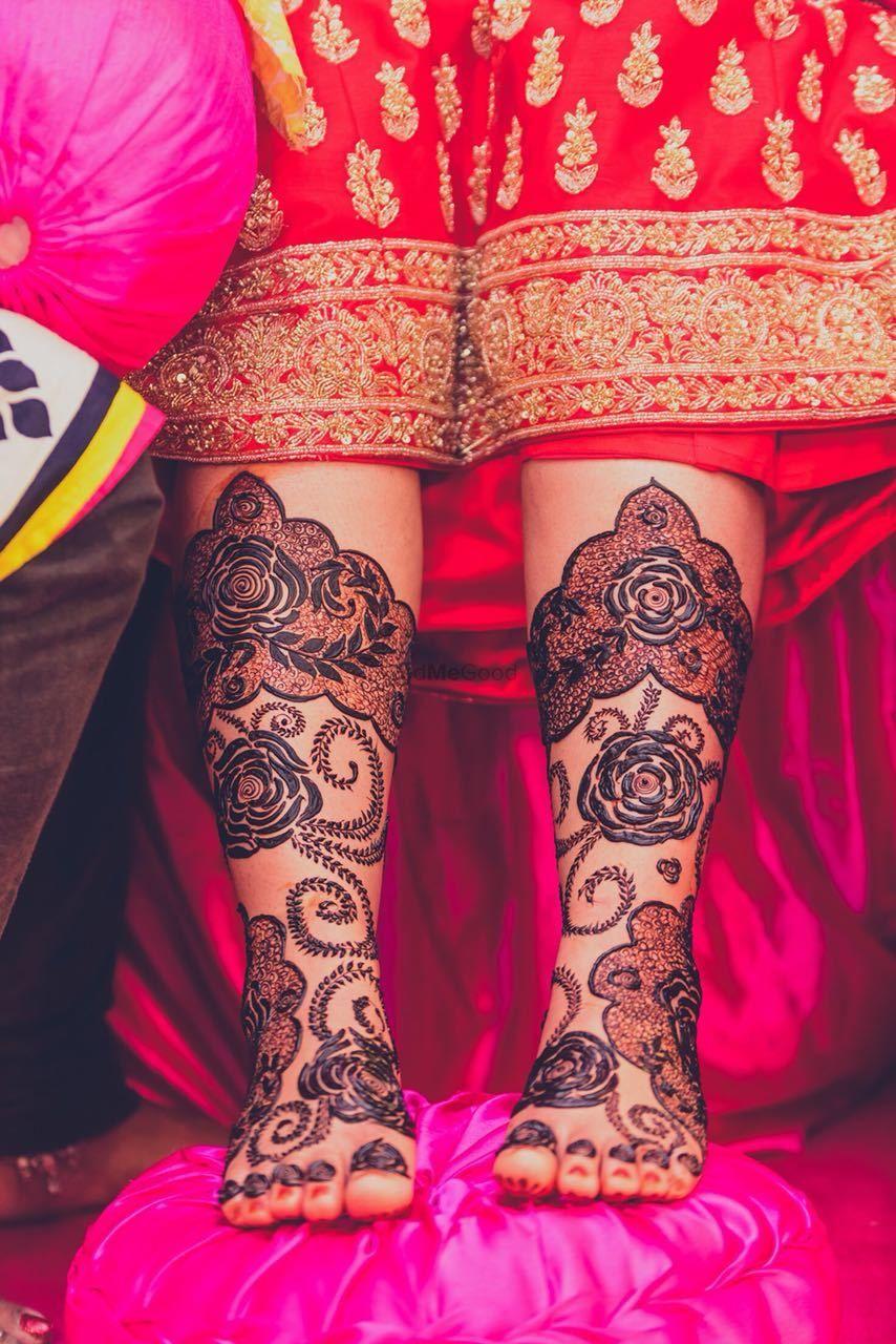 Photo of Modern feet mehendi design with roses