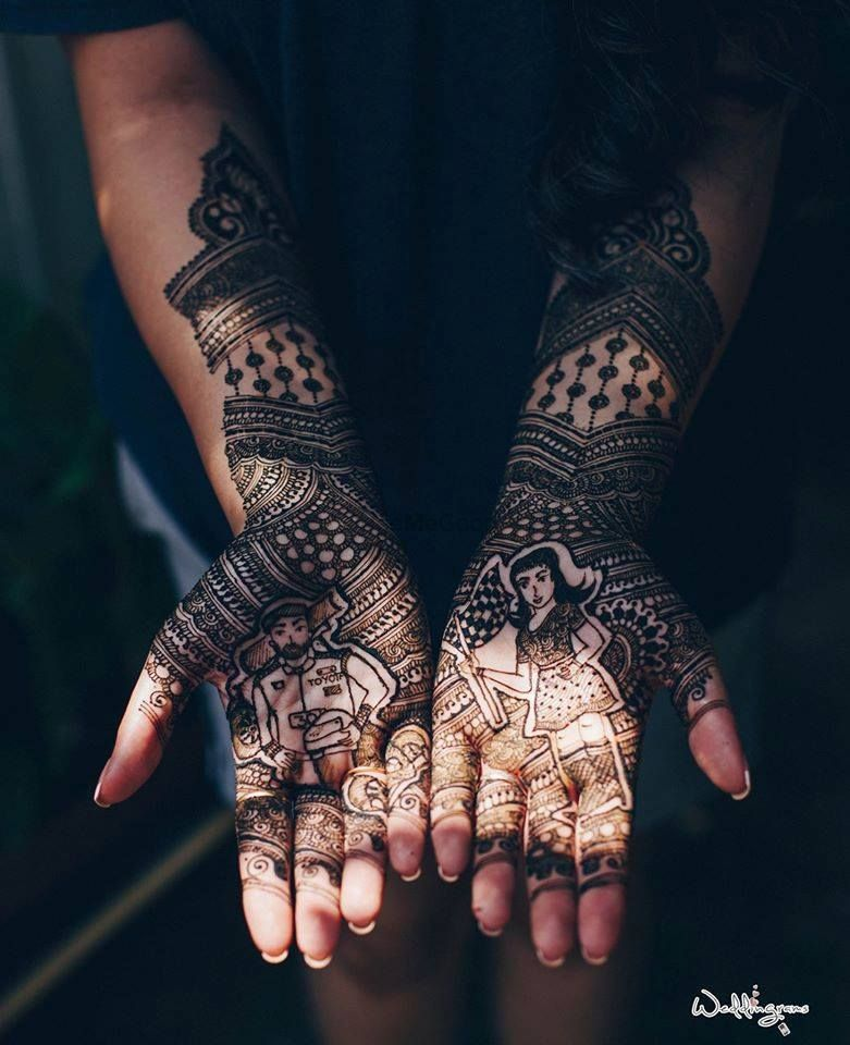 Photo of Bride and groom with modern portrait mehendi