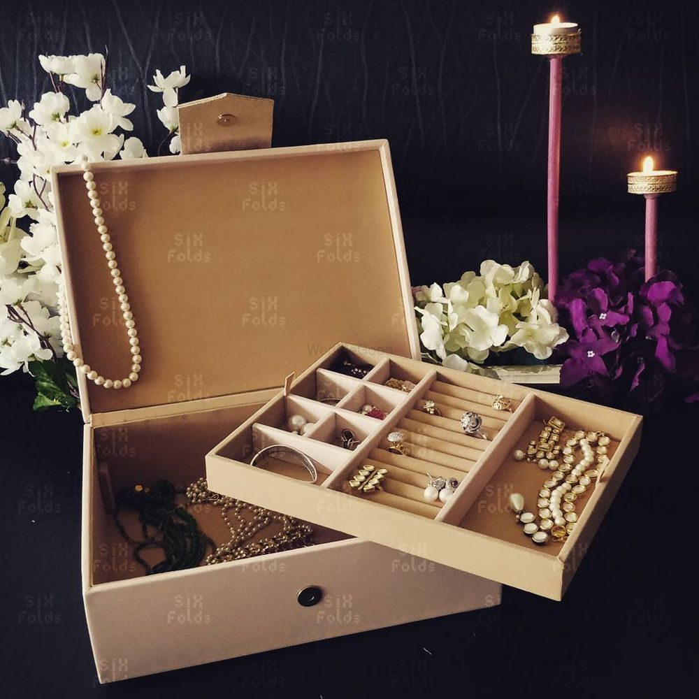 Photo of Bridesmaid favours jewellery boxes