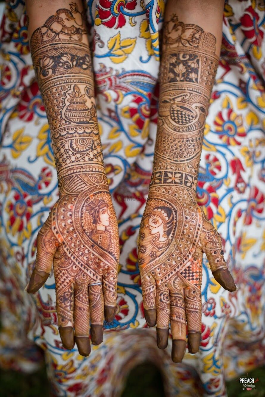Photo of Unique bridal mehendi with half and half design and portraits