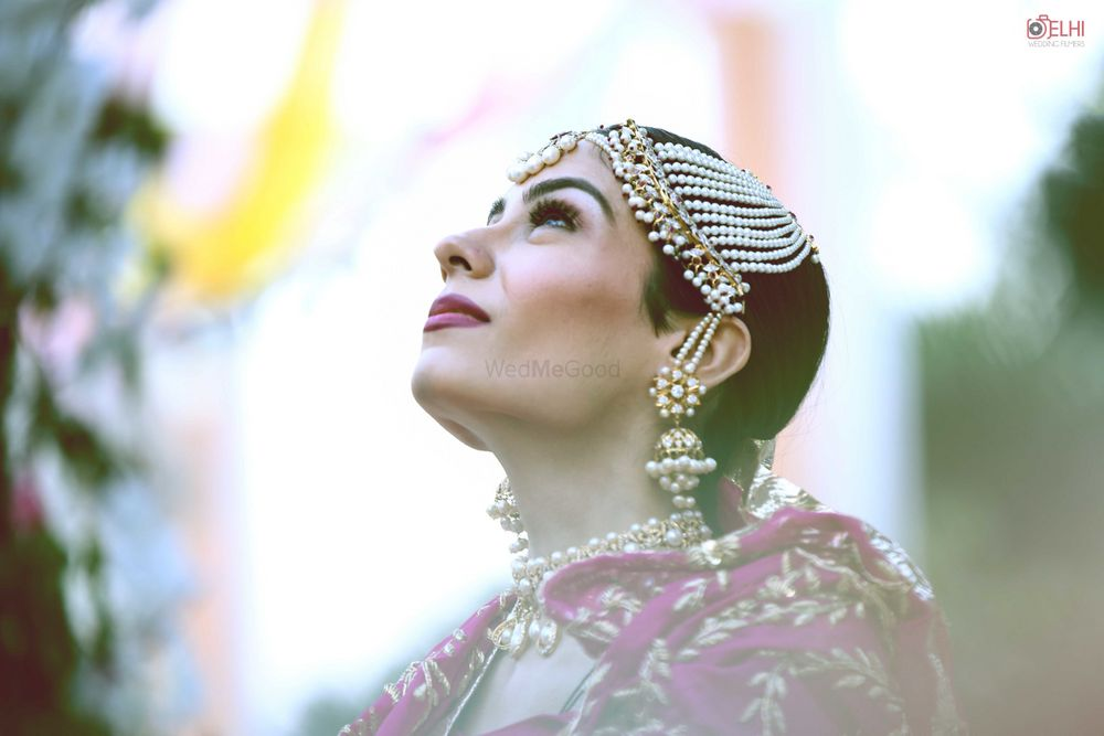 Photo of Bride wearing big pearl jhoomer