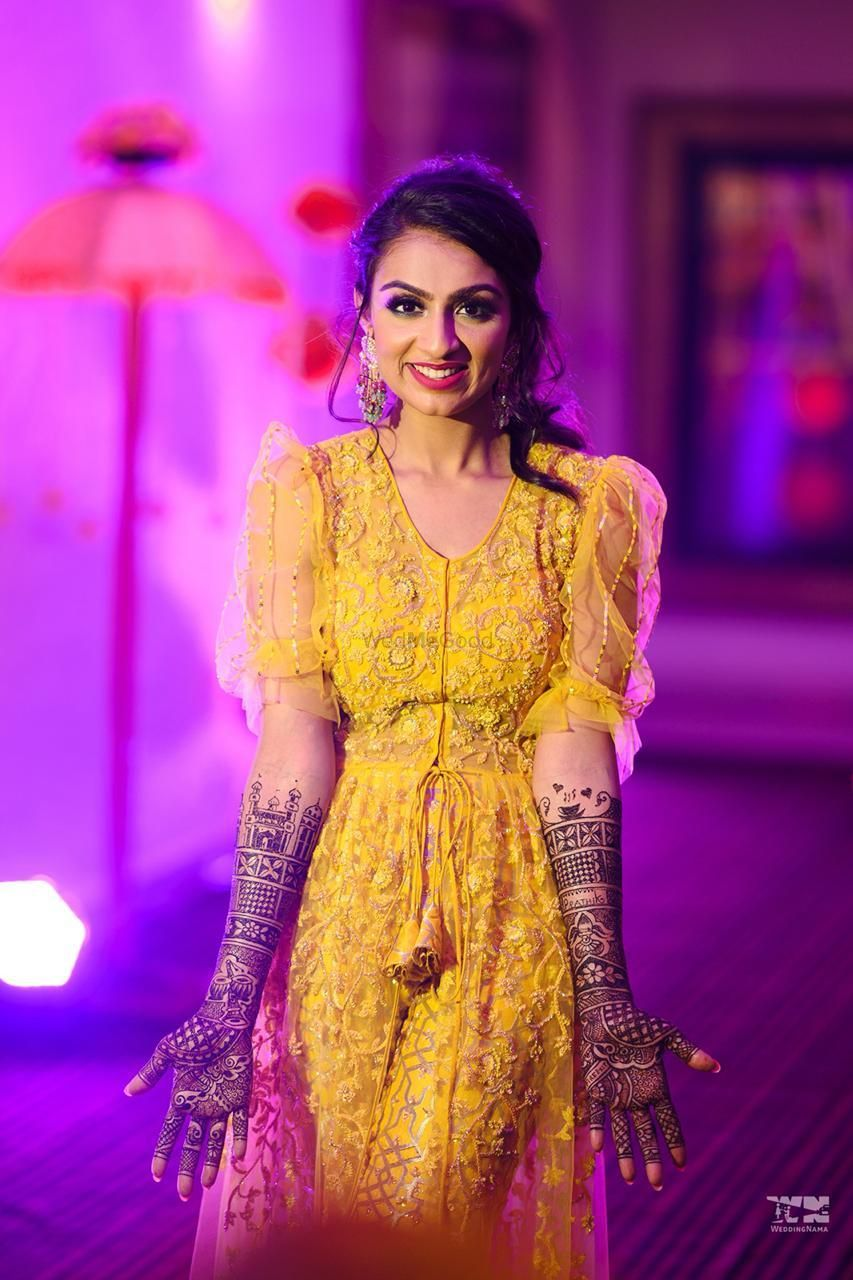 Photo of bridal portrait in yellow outfit on her mehendi