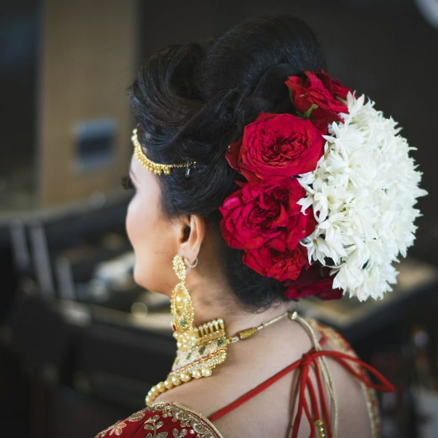 Photo of Pretty roses with mogra hairstyle for wedding