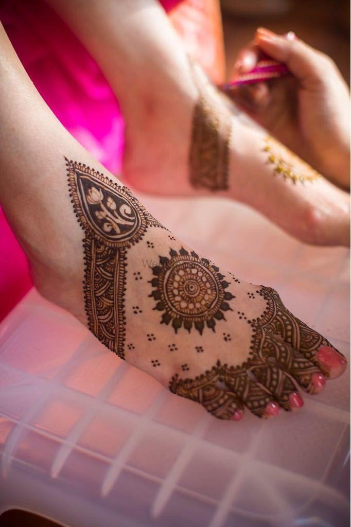 Photo of Modern feet mehendi design