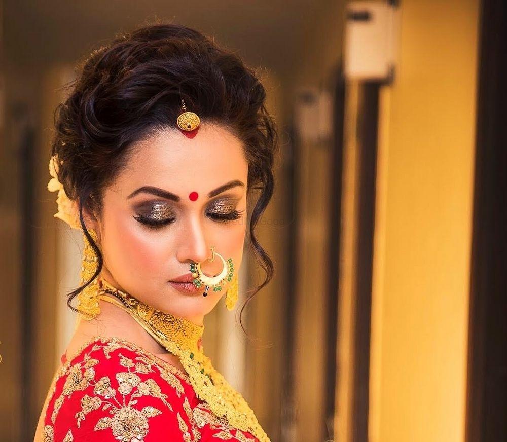 Photo of Shimmery eyes bridal makeup