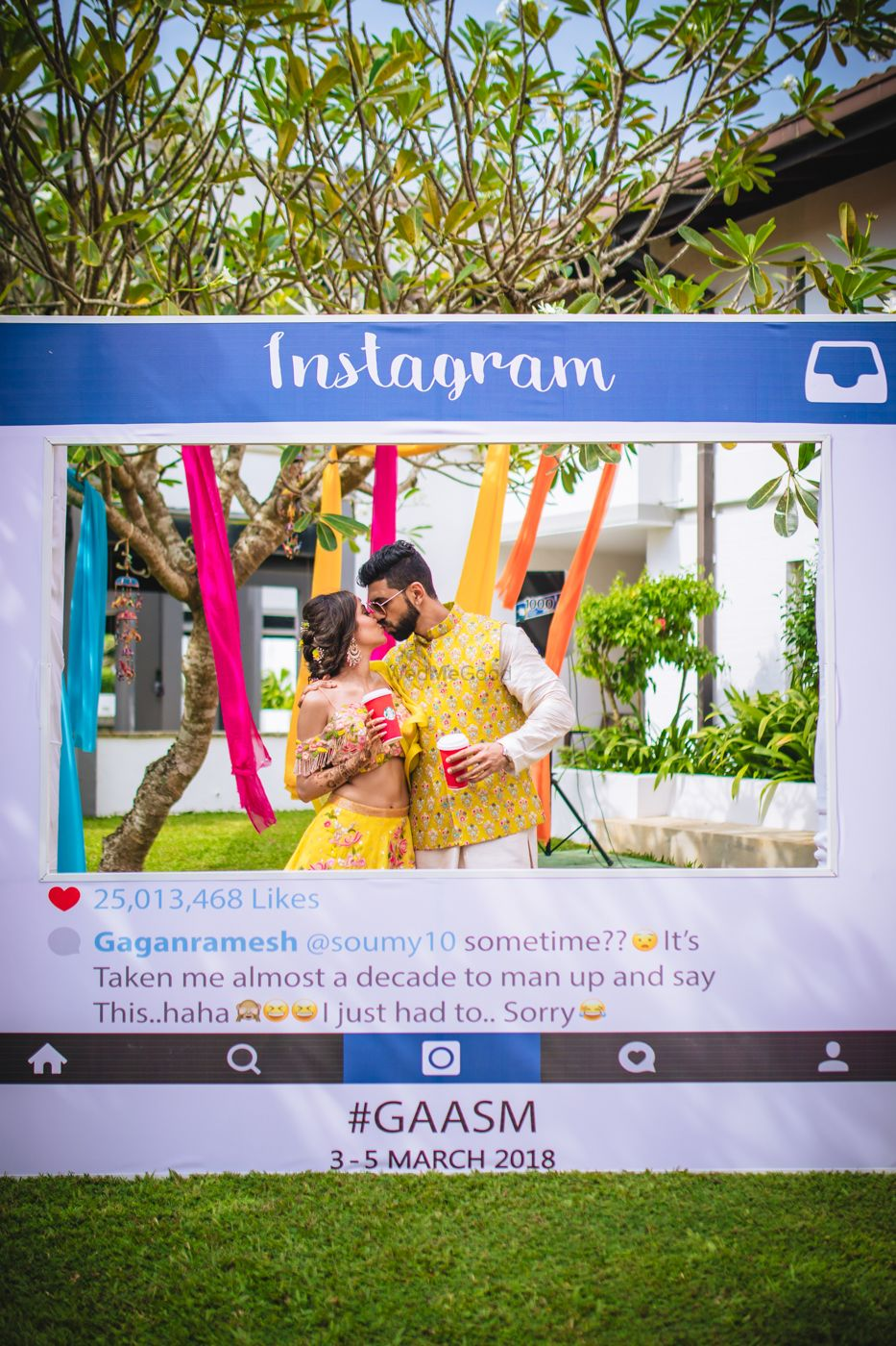 Photo of Couple kissing behind Instagram photobooth