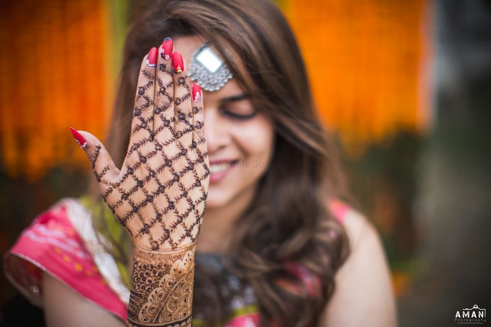 Photo of Jali mehendi design on back of hand