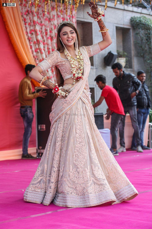 Photo of Dancing bride in blush pink mehendi lehenga