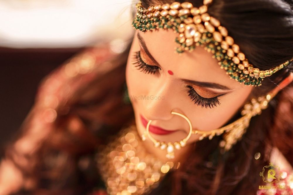 Photo of A bride with subtle makeup