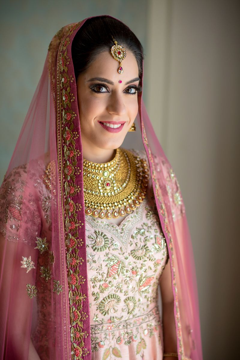 Photo of Sikh bride in gold jewellery