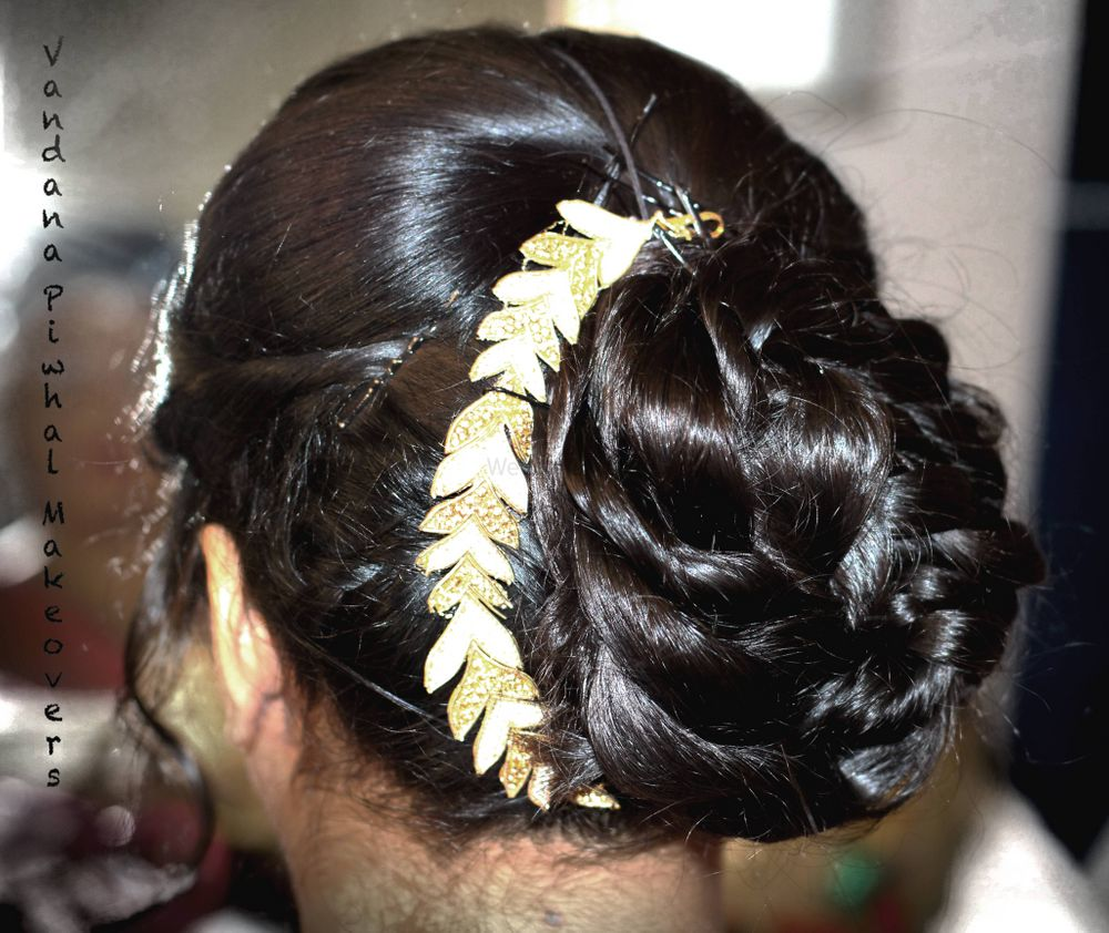 Photo From Hair Styles - By Vandana Piwhal Makeovers