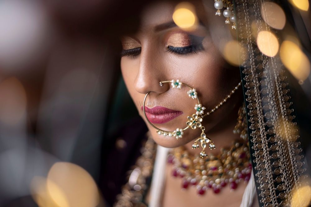 Photo of Unique bridal Nath with detailing