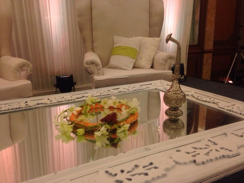 Photo of mirror table setting for nikah